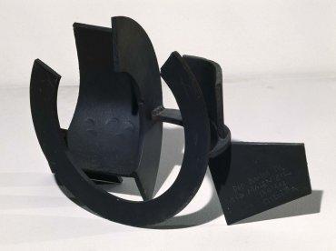 Jorge Oteiza. Ordenación de un espacio definido. Control hiperespacial, 1957. Forja, patinado y soldadura, 34 x 57 x 22,5 cm
