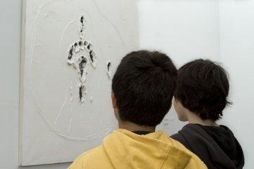 Explorar el espacio en Lucio Fontana a través de las palabras. Museo Reina Sofía, 2010.