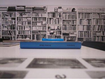Vista del área de interpretacion preparada con motivo de la exposición Hans-Peter Feldmann. Una exposición de arte. Museo Reina Sofía, 2010.