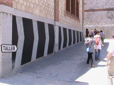 Un momento del recorrido por las instalaciones de Matadero Madrid, 2011.