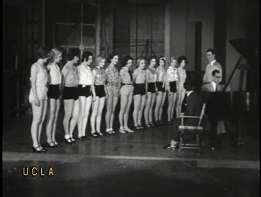 Material de archivo de los noticiarios Hearst. How stars are made at MGM Dramatic School. Hollywood California, 1934. Copia procedente del UCLA Film and Television Archive, Los Ángeles