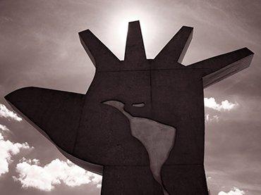 La mano de Óscar Niemeyer. Monumento de América Latina. São Paulo