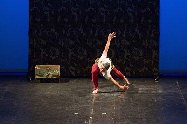 Steve Paxton. Bound. Danza, 1982. Interpretado por Jurij Konjar