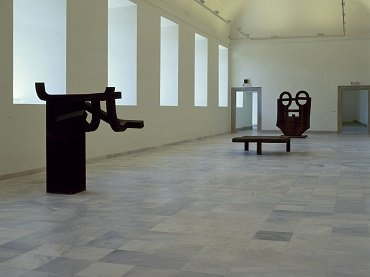 Vista de sala de la exposición. Referencias: un encuentro artístico en el tiempo, 1986
