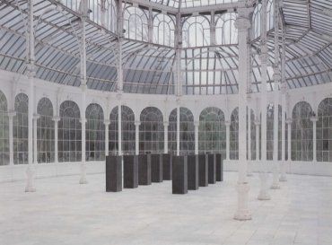 Exhibition view. Ülrich Rückriem: estela y granero, 1989