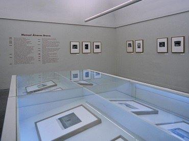 Vista de sala de la exposición. Caja de visiones: Fotografías de Manuel Álvarez Bravo, 1996