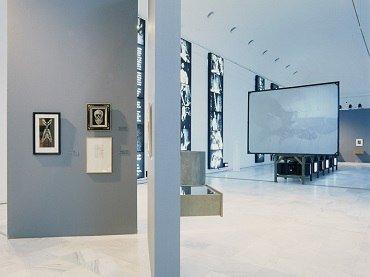 Vista de sala de la exposición. ¿Buñuel! La mirada del siglo, 1996