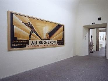 Vista de sala de la exposición. El espectáculo está en la calle. El cartel moderno francés: Colin, Carlu, Loupot, Cassandre, 2001
