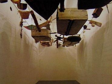 Vista de sala de la exposición. Cocido y crudo, 1994