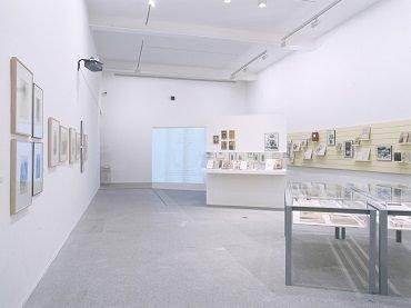 Vista de sala de la exposición. La pasión por el libro: una aventura editorial, 2002
