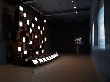 Exhibition view. Primera generación. Arte e imagen en movimiento (1963-1986), 2006