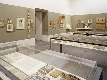 Vista de sala de la exposición Salle XIV. Vicente Huidobro y las artes plásticas
