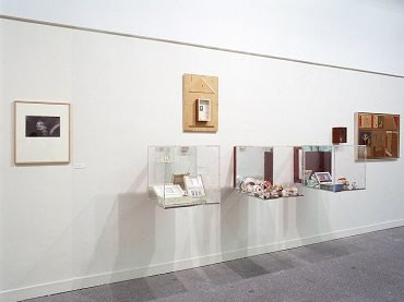 Vista de sala de la exposición. Jesse A. Fernández, 2003