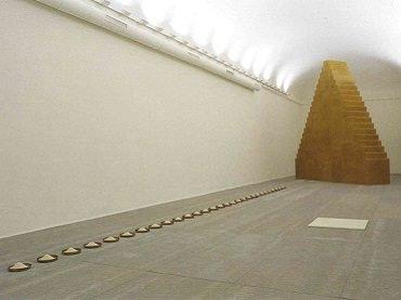 Vista de sala de la exposición. Wolfgang Laib. Sin principio - Sin fin, 2007