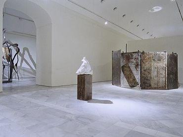 Exhibition view. Louise Bourgeois. Memoria y arquitectura, 1999