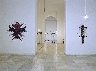 Exhibition view. Annette Messager. La procesión va por dentro, 1999