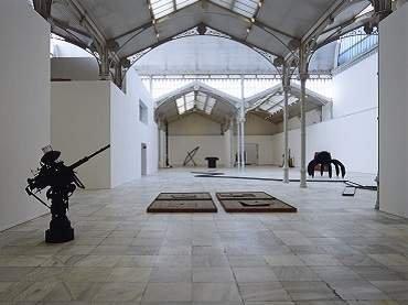 Exhibition view. Pino Pascali: La reinvención del mito mediterráneo, 1961-1968, 2001