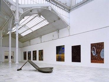 Vista de sala de la exposición. En la piel de toro, 1997
