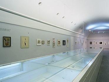 Vista de sala de la exposición. Gerardo Rueda. collages, 1997