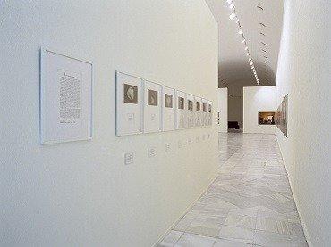 Exhibition view. Versiones del Sur: Cinco propuestas en torno al arte en América. Más allá del documento, 2000