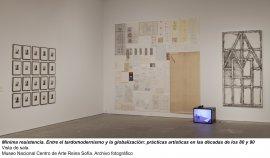 Mínima resistencia. Entre el tardomodernismo y la globalización: prácticas artísticas durante las décadas de los 80 y 90, vista de sala / gallery view (imagen 3)