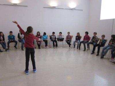 Un alumno dirige la creación sonora colectiva, 2011.