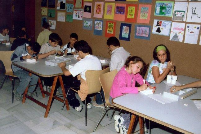 Alumnos de Educación Primaria en la sala de talleres. Museo Reina Sofía, 2000