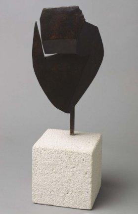 Julio González Pellicer. Tête aiguë / Masque aigu (Cabeza aguda / Máscara aguda), 1930 (ca.) Fundición a la cera perdida y patinado, 25,5 x 16,5 x 11,5 cm