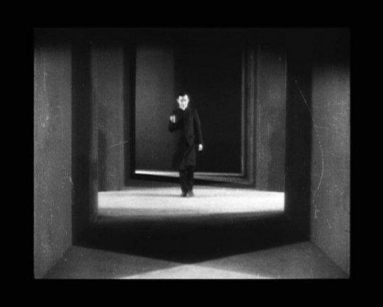 Germaine Dulac. La coquille et le clergyman (La concha y el reverendo), 1928. Película 35 mm, también tranferida a vídeo (Betacam Digital y DVD), 40', blanco y negro, sin sonido