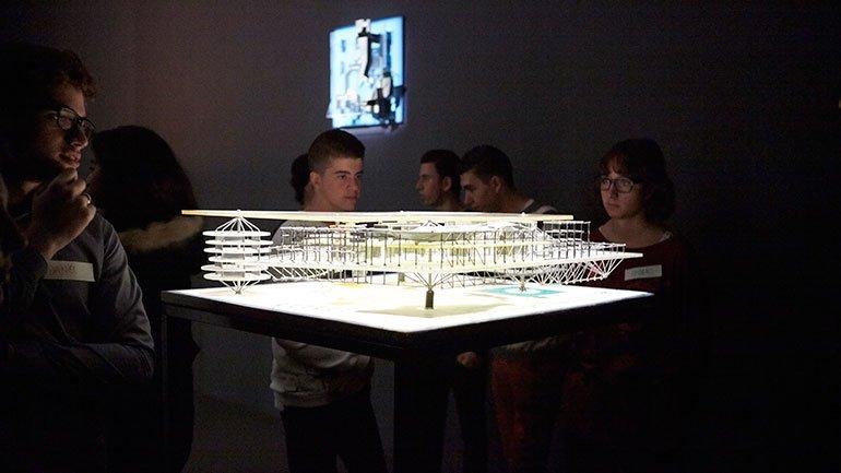 Un momento de la visita a la exposición Constant. Nueva Babilonia