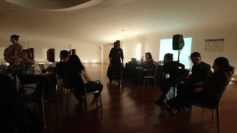 Puesta en común durante el taller Pioneras de la música electrónica con Escuela de Oficios Electrosonoros