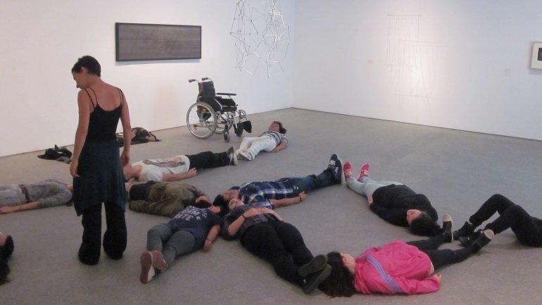 Trabajo de composición corporal inspirado en la obra Proyecto Lausanne, de Gego