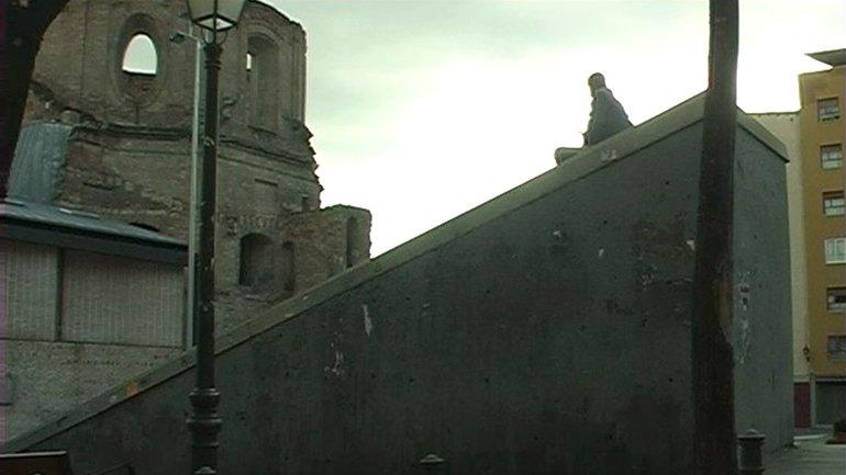 Ágatha Maciaszek and Alberto García Ortiz. A ras del suelo (At Ground Level), 2003