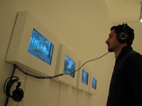 """Visitantes en la instalación de """"Retratos o si yo fuera"""""""