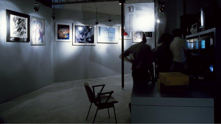Vista de sala de la exposición. Procesos: cultura y nuevas tecnologías, 1986