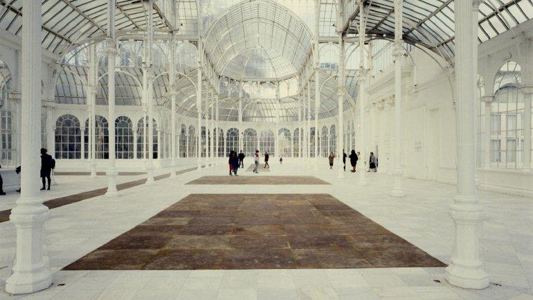 Vista de sala de la exposición. Carl André, 1988