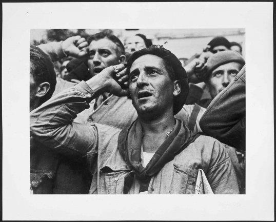 Robert Capa. Farewell of the International Brigades. Montblanch, near Barcelona, October 25th, 1938, 1938, posthumous print 1998. Photography. Museo Nacional Centro de Arte Reina Sofía Collection, Madrid