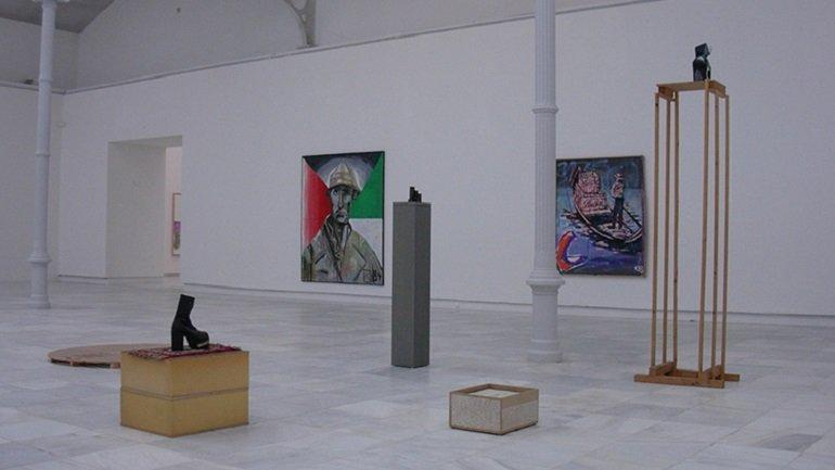 Vista de sala de la exposición. Martin Kippenberger. Pinturas, 2004. Foto: Estudio Enguita & Lasso de la Vega