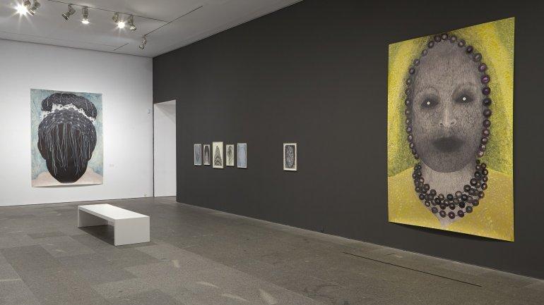 Vista de sala de la exposición. Elly Strik. Fantasmas, novias y otros compañeros, 2014
