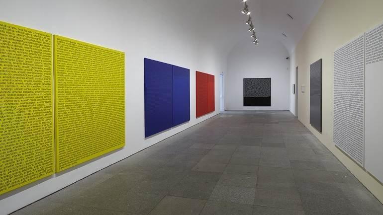 Vista de sala de la exposición Ignasi Aballí. sin principio / sin final, 2015