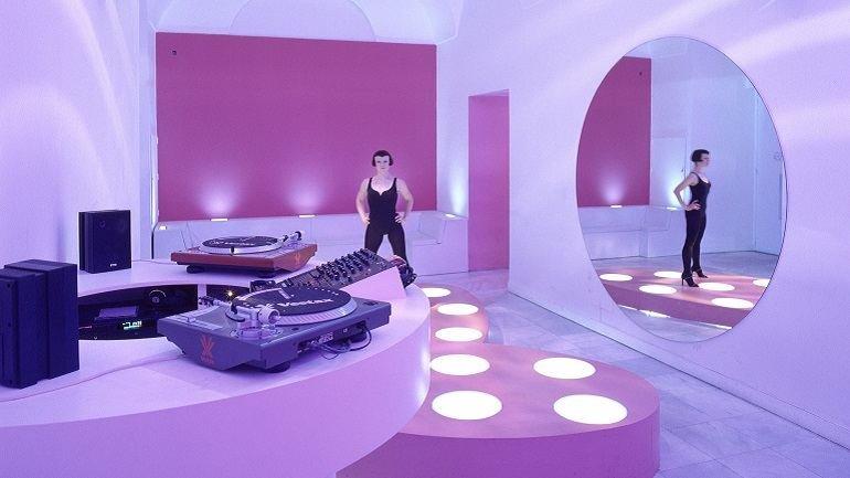 Exhibition view. Ana Laura Aláez. DANCE & DISCO, 2000