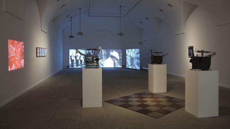 Vista de sala de la exposición. Una conferencia comisariada. Sobre el futuro de la fuerza colectiva dentro del archivo, 2010