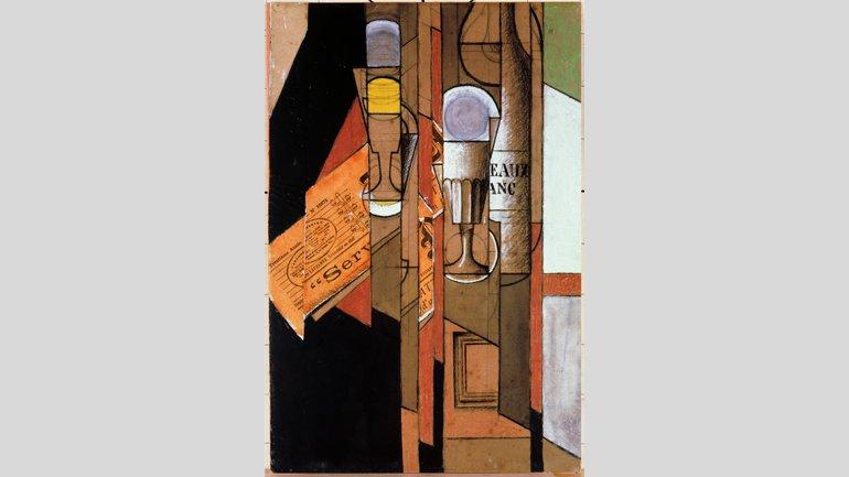 Juan Gris, Verres, journal et bouteille de vin [Vasos, periódico y botella de vino], 1913. Imagen, Cortesía de Fundación Telefónica © Fernando Maquieira