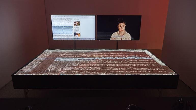 Vista de sala de la exposición Hito Steyerl. Duty-Free Art, 2015