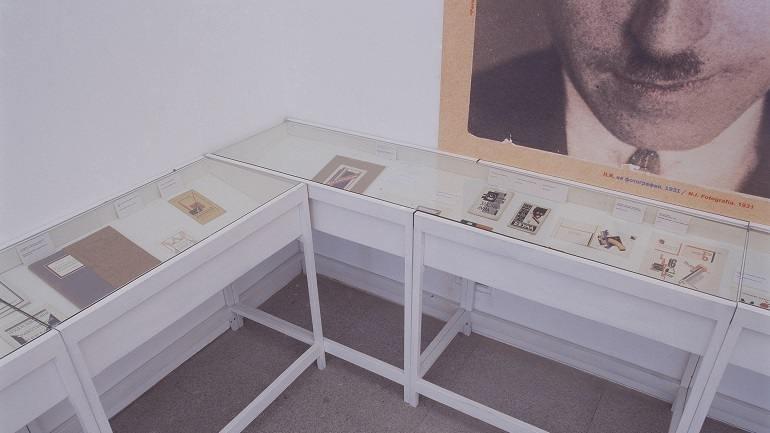 Vista de sala de la exposición. Nikolái Ilín. Tengo ciertas ideas sobre las cubiertas con tipos de imprenta, 2003