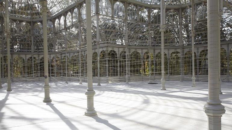 Vista de sala de la exposición. Jiří Kovanda. Dos anillos dorados, 2012