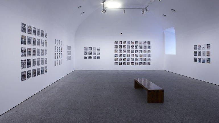 Exhibition view. Zoe Leonard. Photographs, 2009