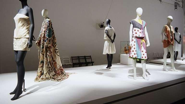 Exhibition view. Tras el espejo: moda española, 2003