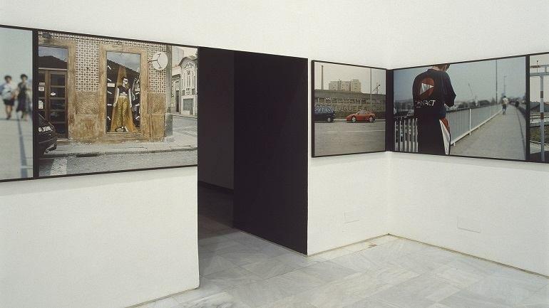 Vista de sala de la exposición. Augusto Alves da Silva. Una ciudad así / Carretera en obras, 1998