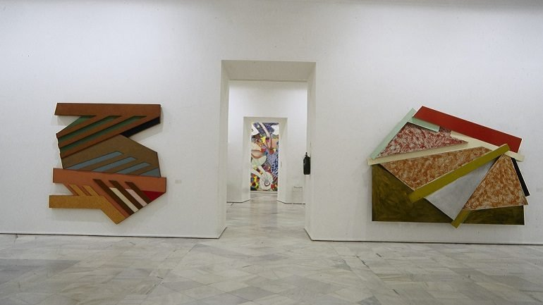 Vista de sala de la exposición. Frank Stella, 1995